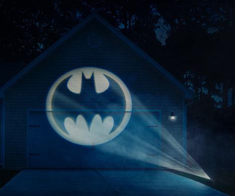 batman-bat-signal-projector-thinkgeek.jpg